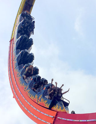 Spinning amusement park ride